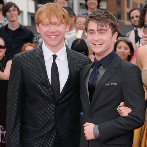 """""""Bóc trần"""" mặt tối dàn sao Harry Potter: Nam chính lợi dụng phim để ngủ với fan, Emma suýt nghỉ quay, 1 người gây sốc vì đi tù 2 năm - Ảnh 6."""