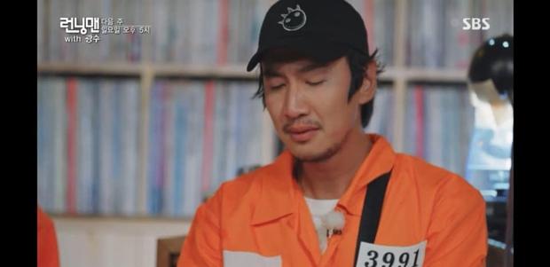 Ngày này cũng tới: Lee Kwang Soo không cầm được nước mắt khi đọc thư chia tay Running Man - Ảnh 1.
