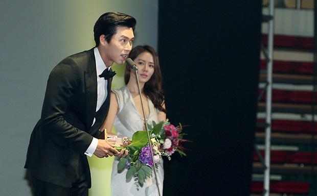 Nhìn ánh mắt của Son Ye Jin dành cho Hyun Bin 1 năm và 7 năm trước mới thấy định mệnh cặp đôi thuộc về nhau - Ảnh 10.