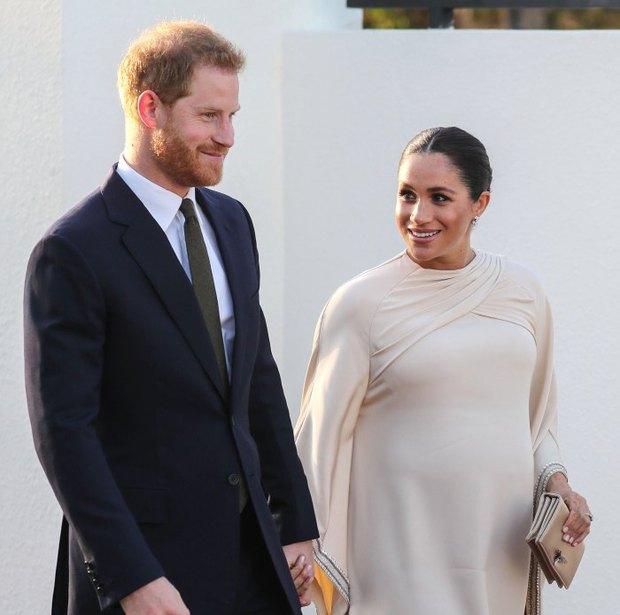 Muốn đặt tên con gái theo tên cố Hoàng thân Philip để tưởng nhớ ông nội, vợ chồng Meghan đổi ý vì lý do liên quan tới chị dâu Kate? - Ảnh 1.