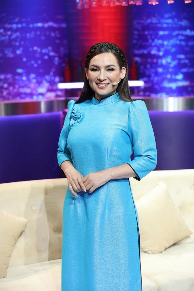 Phi Nhung bỗng hát tặng bà Phương Hằng mặc đối phương đấu tố, nói lời yêu thương khi nữ đại gia rơi nước mắt - Ảnh 5.