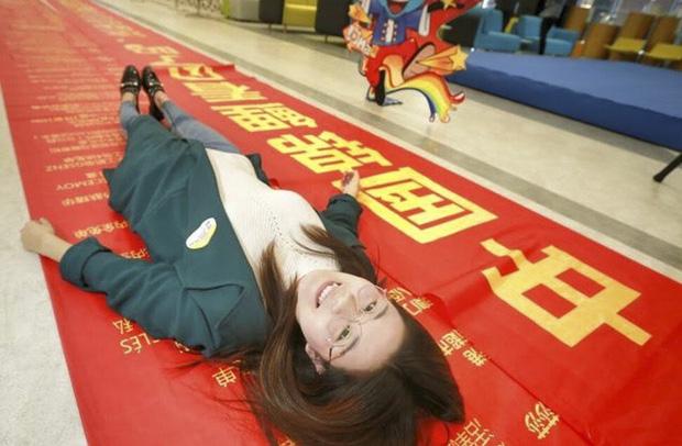 """Cô gái """"may mắn nhất Trung Quốc"""" và cuộc đời thay đổi theo cách không ai ngờ đến sau 3 năm trúng số 350 tỷ đồng - Ảnh 1."""