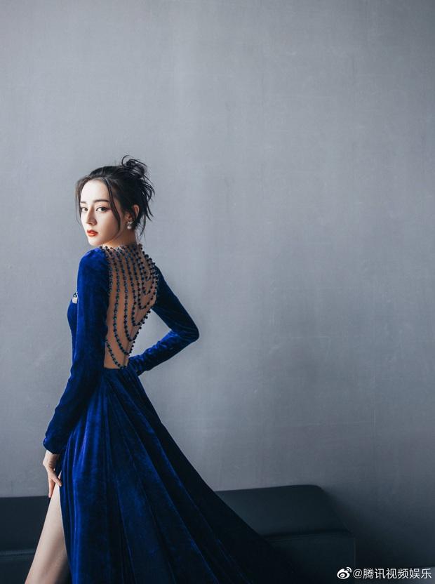 Nhiệt Ba ngày càng táo bạo tới ngộp thở: Hết khoe lưng trần sexy lại bắt lú với váy xuyên thấu khoe vòng 1 căng tràn - Ảnh 7.