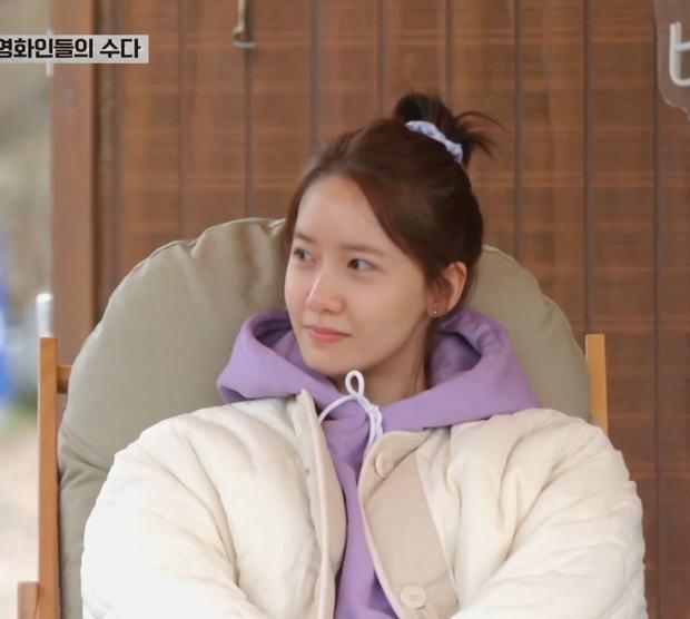 Yoona (SNSD) lại gây thương nhớ khi khoe mặt mộc không tì vết trên sóng truyền hình - Ảnh 1.