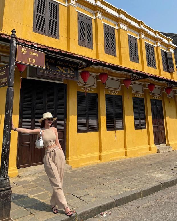 Instagram look sao Việt tuần qua: Người mẫu Tuyết Lan lên đồ bó sát khoe body căng đét, Minh Hằng mặc đẹp nhưng gương mặt lạ quá... - Ảnh 5.