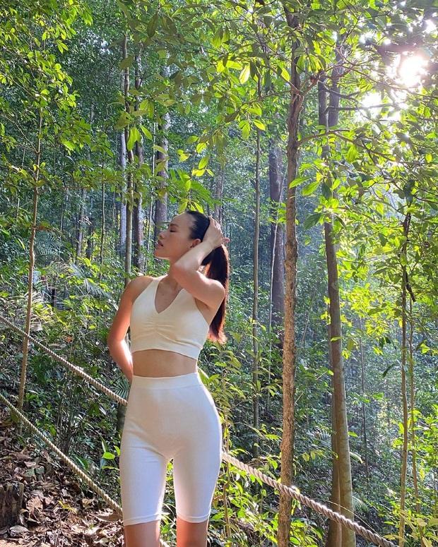 Instagram look sao Việt tuần qua: Người mẫu Tuyết Lan lên đồ bó sát khoe body căng đét, Minh Hằng mặc đẹp nhưng gương mặt lạ quá... - Ảnh 2.