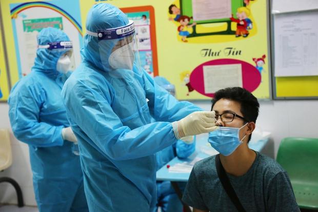 Một công ty ở quận Tân Bình có đến 91 ca mắc Covid-19, Nhóm truyền giáo Phục Hưng có 6 ổ dịch nhỏ trong chuỗi lây nhiễm - Ảnh 1.