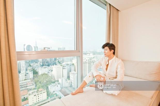 Độc quyền: Hé lộ không gian căn penthouse 300m2 sang xịn của Nathan Lee ở trung tâm TP.HCM, choáng khi lướt đến view phòng chill - Ảnh 8.