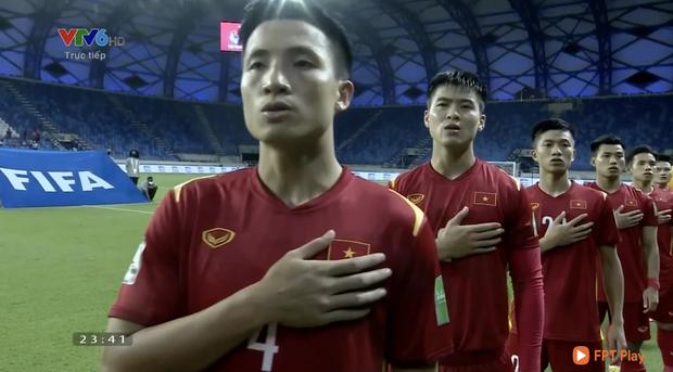 Chúng ta đã chờ đợi 18 tháng để thấy khoảnh khắc chào cờ này của dàn nam thần ĐT Việt Nam! - Ảnh 2.