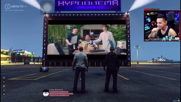 Chất như Độ Mixi, dựng hẳn rạp chiếu bóng trong game cho anh em cùng nhau xem phim mùa dịch - Ảnh 3.