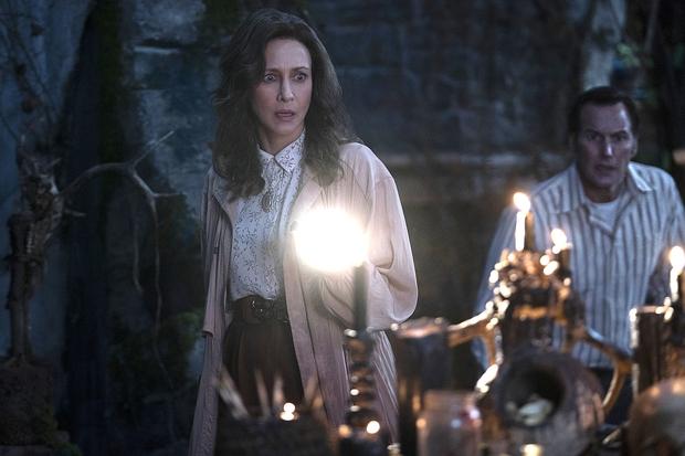 The Conjuring 3 dựa trên án mạng quỷ ám có thật, liệu dàn diễn viên trông có khác nhân vật ở ngoài đời? - Ảnh 2.