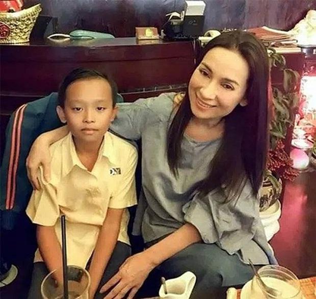 Phi Nhung từng tiết lộ Hồ Văn Cường mặc cảm khi là cái bóng của mẹ nuôi - Ảnh 2.
