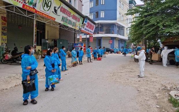 Bắc Giang: Chuyển gần 7.000 công nhân khỏi thôn Núi Hiểu - Ảnh 1.