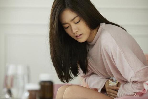Cô gái 30 tuổi không chồng mà chửa, bụng to như bầu 3-4 tháng, đi khám mới phát hiện khối u tổn thương tiền ung thư buồng trứng - Ảnh 2.