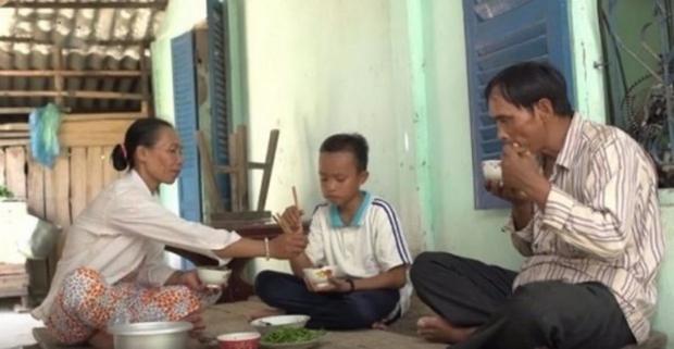 Cuộc sống của Hồ Văn Cường đã thay đổi thế nào từ khi làm con nuôi Phi Nhung, cứ nhìn căn nhà cấp 4 năm xưa là biết! - Ảnh 5.