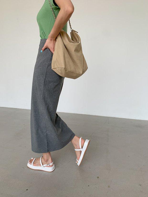 Kiểu sandal, giày dép này tưởng sẽ tôn vinh bàn chân mà ai ngờ dễ khiến nàng... âm điểm thanh lịch lắm! - Ảnh 4.