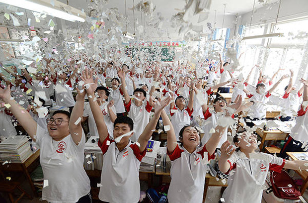 Tổng hợp đề thi đại học môn Ngữ văn của Trung Quốc sáng nay: Gây sang chấn tâm lý vì quá khó - Ảnh 1.