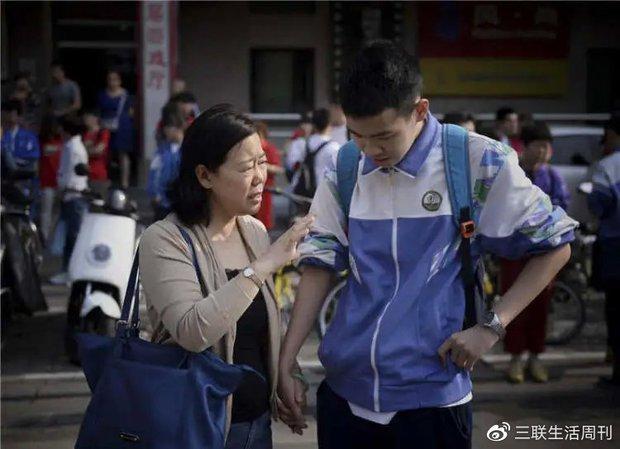 Tổng hợp đề thi đại học môn Ngữ văn của Trung Quốc sáng nay: Gây sang chấn tâm lý vì quá khó - Ảnh 2.