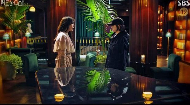 Bà cả Lee Ji Ah biến hình liên tục ở Penthouse 3, là sạn hay hint tiểu tam hồi sinh? - Ảnh 3.