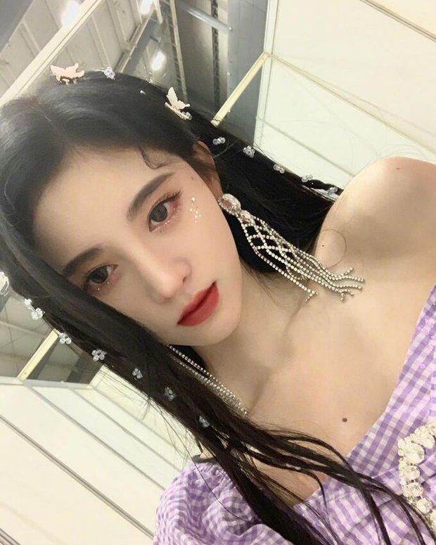 Cúc Tịnh Y đúng là cô nàng ưa lồng lộn, ngay từ cách makeup đã thể hiện siêu rõ - Ảnh 4.