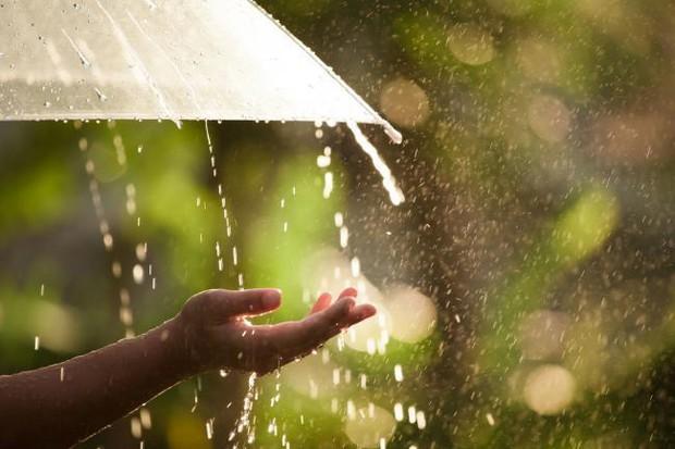 Chuyên gia cảnh báo: Mưa rào sau nắng nóng có thể mang theo hàng tá khí độc, tạo ra chênh lệch nhiệt độ gây sốc nhiệt, dễ dẫn đến đột quỵ - Ảnh 2.