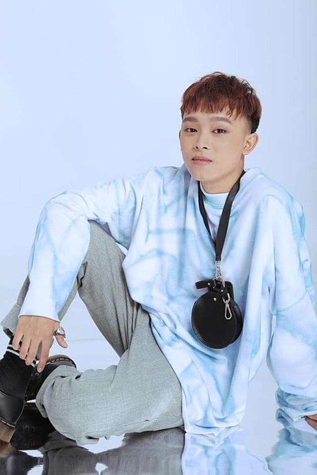 Hồ Văn Cường rũ bỏ nét chân phương, đã biết trang điểm lột xác sau khi trở thành con nuôi Phi Nhung - Ảnh 7.