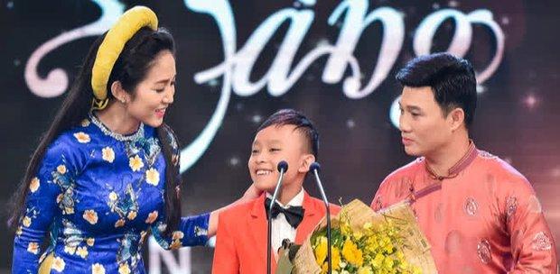 Hồ Văn Cường: Từ cậu bé chân quê vụt lên thành hiện tượng, xuất sắc vượt mặt Sơn Tùng, Mỹ Tâm tại giải thưởng lớn - Ảnh 6.