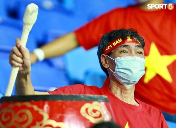 Ấm lòng người Việt ở UAE tiếp lửa đội tuyển: Khi con người phải giữ khoảng cách, con tim càng xích lại gần - Ảnh 11.