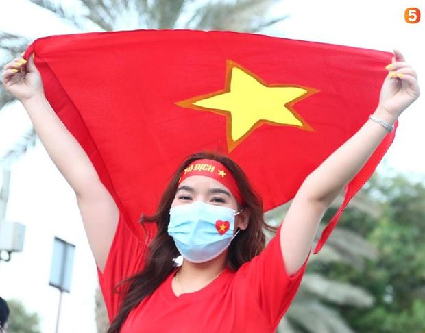 Ấm lòng người Việt ở UAE tiếp lửa đội tuyển: Khi con người phải giữ khoảng cách, con tim càng xích lại gần - Ảnh 12.