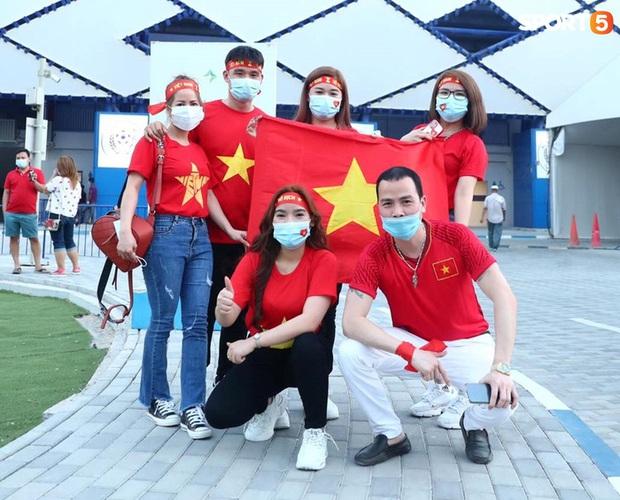 Ấm lòng người Việt ở UAE tiếp lửa đội tuyển: Khi con người phải giữ khoảng cách, con tim càng xích lại gần - Ảnh 13.