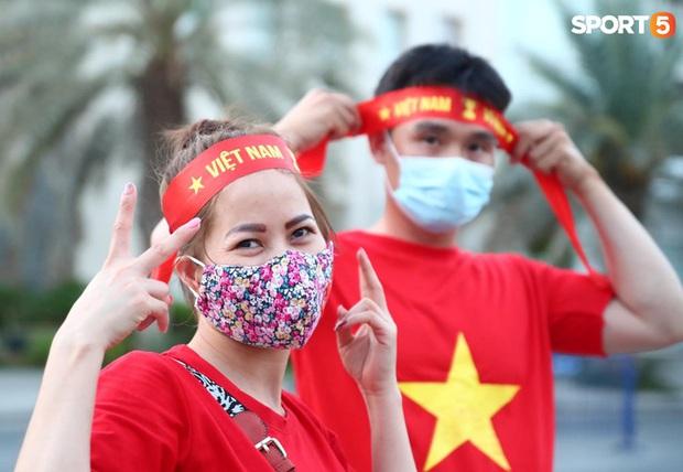 Ấm lòng người Việt ở UAE tiếp lửa đội tuyển: Khi con người phải giữ khoảng cách, con tim càng xích lại gần - Ảnh 14.