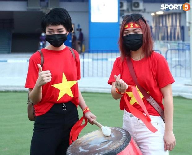 Ấm lòng người Việt ở UAE tiếp lửa đội tuyển: Khi con người phải giữ khoảng cách, con tim càng xích lại gần - Ảnh 15.