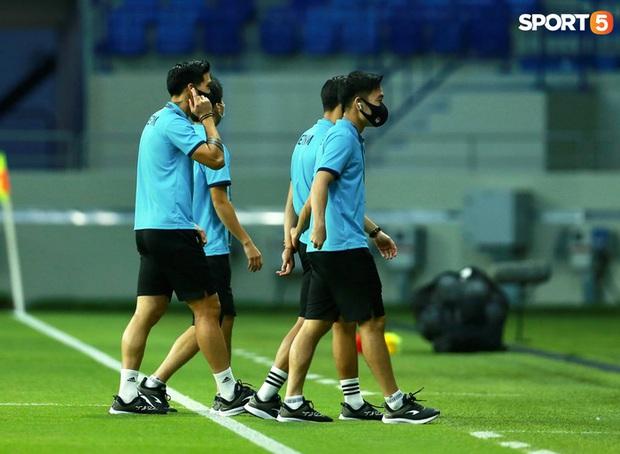 Ấm lòng người Việt ở UAE tiếp lửa đội tuyển: Khi con người phải giữ khoảng cách, con tim càng xích lại gần - Ảnh 16.