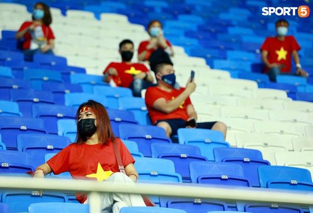 Ấm lòng người Việt ở UAE tiếp lửa đội tuyển: Khi con người phải giữ khoảng cách, con tim càng xích lại gần - Ảnh 4.