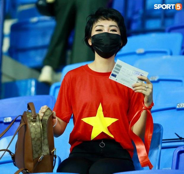 Ấm lòng người Việt ở UAE tiếp lửa đội tuyển: Khi con người phải giữ khoảng cách, con tim càng xích lại gần - Ảnh 5.