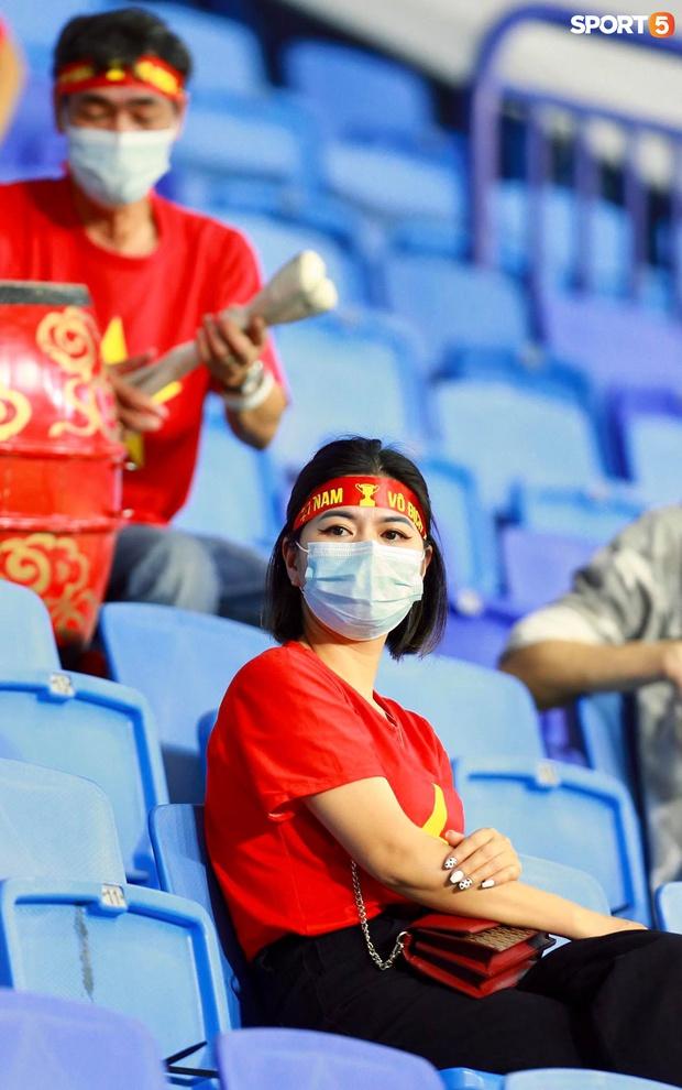 Ấm lòng người Việt ở UAE tiếp lửa đội tuyển: Khi con người phải giữ khoảng cách, con tim càng xích lại gần - Ảnh 6.