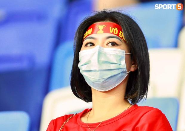 Ấm lòng người Việt ở UAE tiếp lửa đội tuyển: Khi con người phải giữ khoảng cách, con tim càng xích lại gần - Ảnh 8.