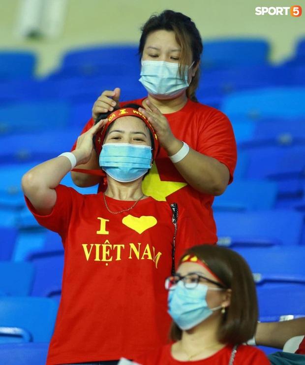 Ấm lòng người Việt ở UAE tiếp lửa đội tuyển: Khi con người phải giữ khoảng cách, con tim càng xích lại gần - Ảnh 10.