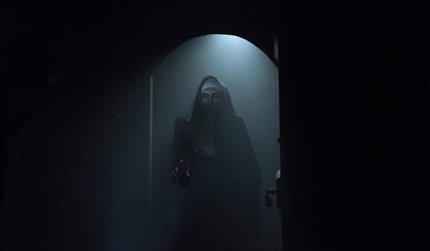 Từ búp bê Annabelle, quỷ Valak đến sát nhân tâm thần, đâu mới là phần phim hay nhất trong vũ trụ The Conjuring? - Ảnh 3.