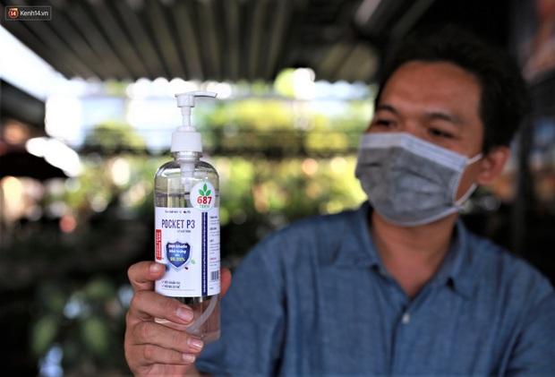 Bệnh nhân 687 trả ơn tuyến đầu đã trị khỏi Covid-19 cho mình: Chế tạo gần chục máy khử khuẩn và buồng khử khuẩn tặng cho các bệnh viện - Ảnh 5.