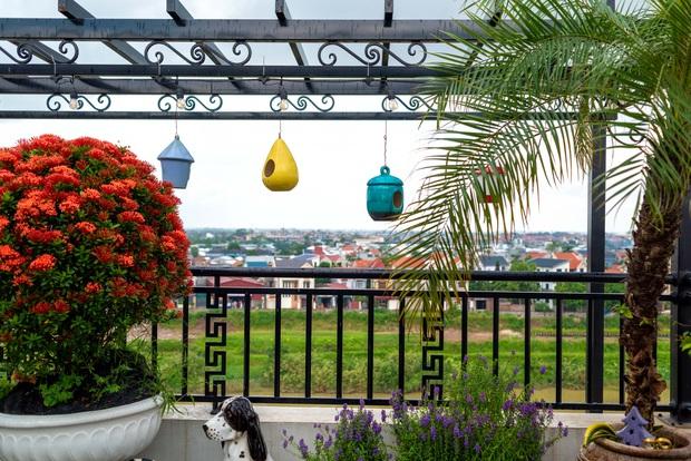 Căn nhà 5 tầng của vợ chồng Bát Tràng, thiết kế 3 ban công xanh nhưng vẫn đầu tư hẳn 400 triệu cho sân thượng 160m2 - Ảnh 22.
