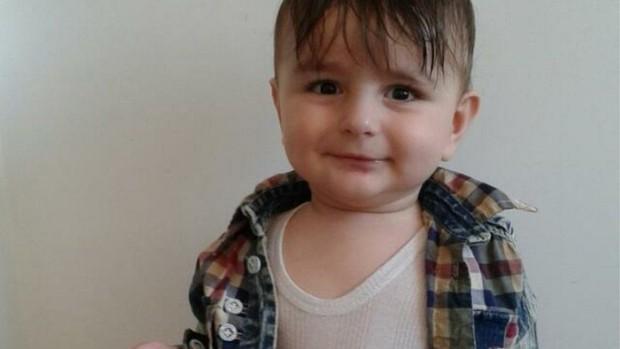 Từ thi thể bé trai 15 tháng tuổi dạt bờ, cuộc điều tra hơn nửa năm đã hé lộ câu chuyện hết sức đau lòng - Ảnh 1.