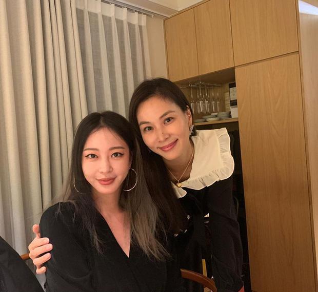 Nóng: Choi Ji Woo và 4 minh tinh bị khui ảnh đi karaoke, Han Ye Seul và vợ Jang Dong Gun cùng tranh Phó chủ tịch tập đoàn - Ảnh 3.