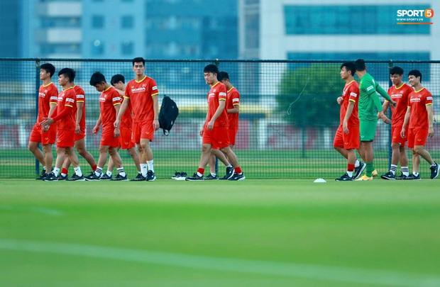 [Trực tiếp từ UAE] Buổi tập đầu tiên của tuyển Việt Nam sau trận gặp Indonesia: Tuấn Anh, Văn Toàn cùng có mặt - Ảnh 5.