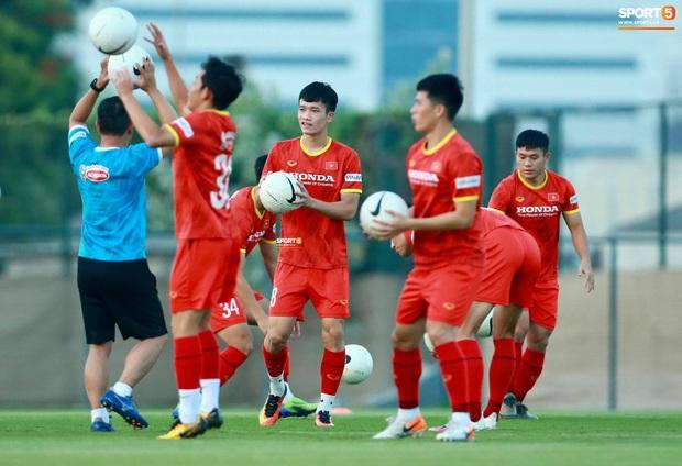 [Trực tiếp từ UAE] Buổi tập đầu tiên của tuyển Việt Nam sau trận gặp Indonesia: Tuấn Anh, Văn Toàn cùng có mặt - Ảnh 4.