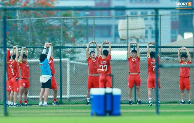 [Trực tiếp từ UAE] Buổi tập đầu tiên của tuyển Việt Nam sau trận gặp Indonesia: Tuấn Anh, Văn Toàn cùng có mặt - Ảnh 6.