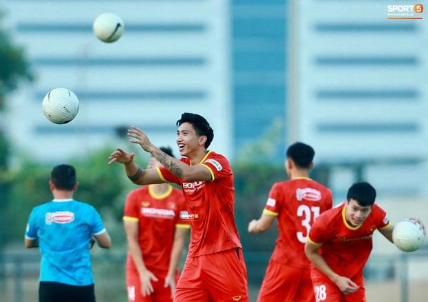 [Trực tiếp từ UAE] Buổi tập đầu tiên của tuyển Việt Nam sau trận gặp Indonesia: Tuấn Anh, Văn Toàn cùng có mặt - Ảnh 3.