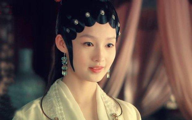 Tuổi 18 của mỹ nhân Hoa ngữ trên màn ảnh: Lưu Diệc Phi đẹp không tì vết, trùm cuối để lộ bằng chứng dao kéo - Ảnh 5.