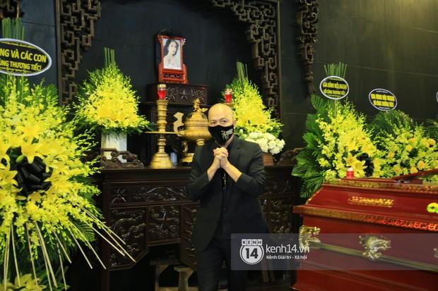 Dàn sao đến tiễn đưa Hoa hậu Thu Thủy: Diễn viên Minh Tiệp bật khóc, Đỗ Mỹ Linh và dàn Hoa hậu cùng nhiều sao Việt nén lòng - Ảnh 17.