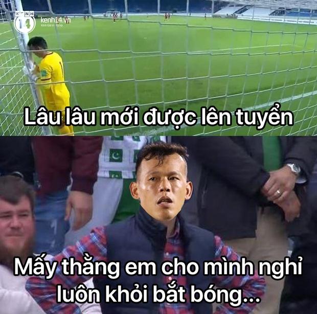 """Cả """"rổ"""" ảnh chế sau trận Việt Nam thắng Indonesia 4-0, không nhịn cười được với biểu cảm của thủ môn đội bạn - Ảnh 13."""
